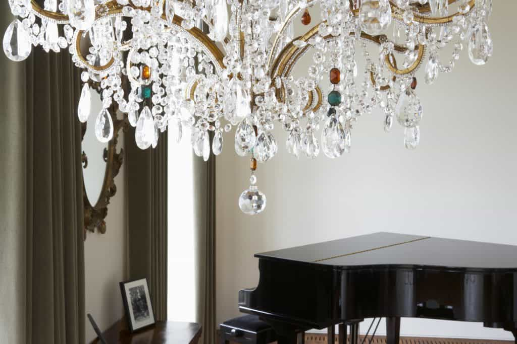 Can Chandeliers Be Wider Than A Table, Chandelier Size For Table